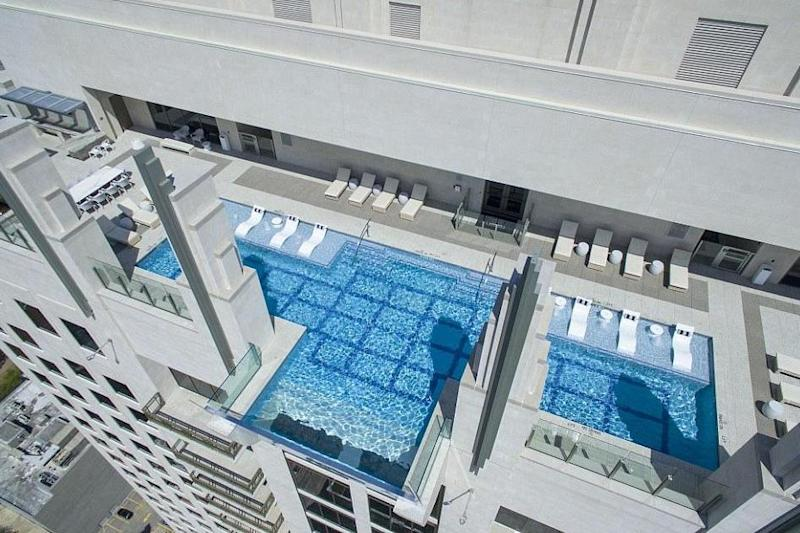 The infinity pool at Market Square Tower in Texas: MARKET SQUARE TOWER/TNI PRESS LTD