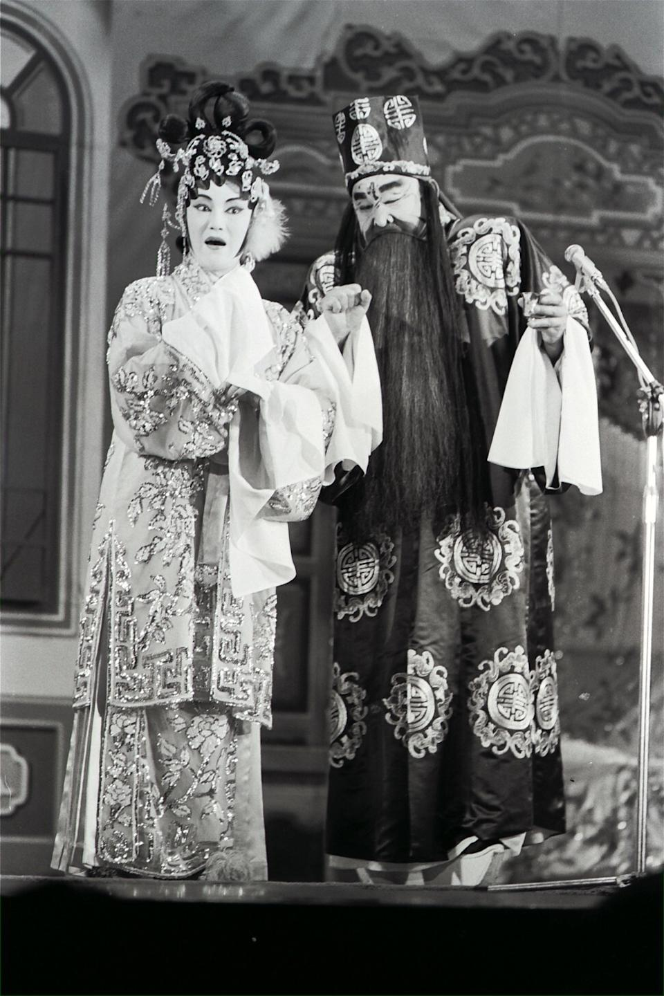 Lee performs in a Cantonese opera with Leung Sing-bor. Photo: