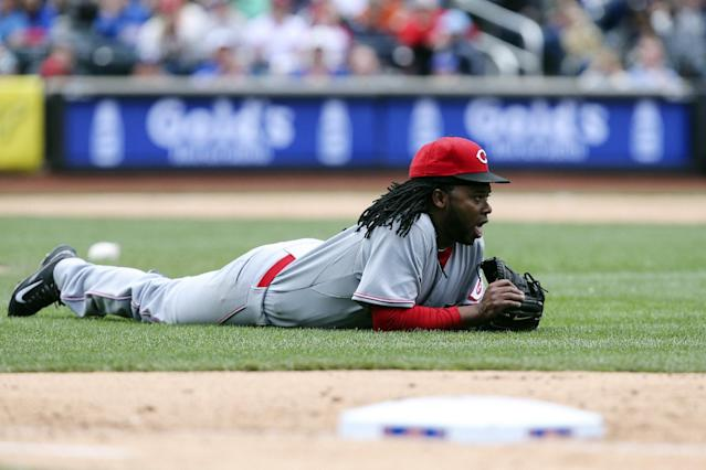 Cincinnati Reds starting pitcher Johnny Cueto lays on the field after diving for a ball in the seventh inning of a baseball game against the New York Mets at Citi Field, Saturday, April 5, 2014, in New York. (AP Photo/John Minchillo)