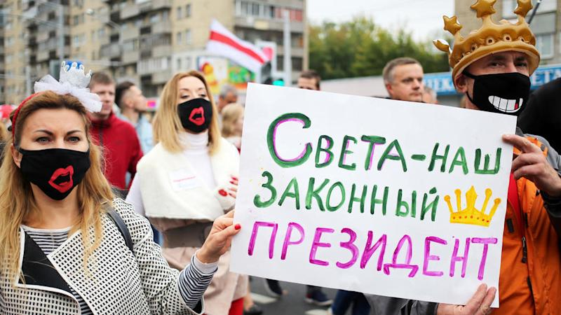 Tens of thousands protest in Belarus despite police detentions