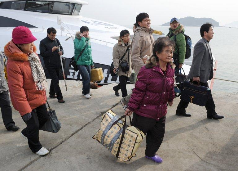 File photo of Yeonpyeong residents returning to the S.Korea-controlled island, on December 21, 2010