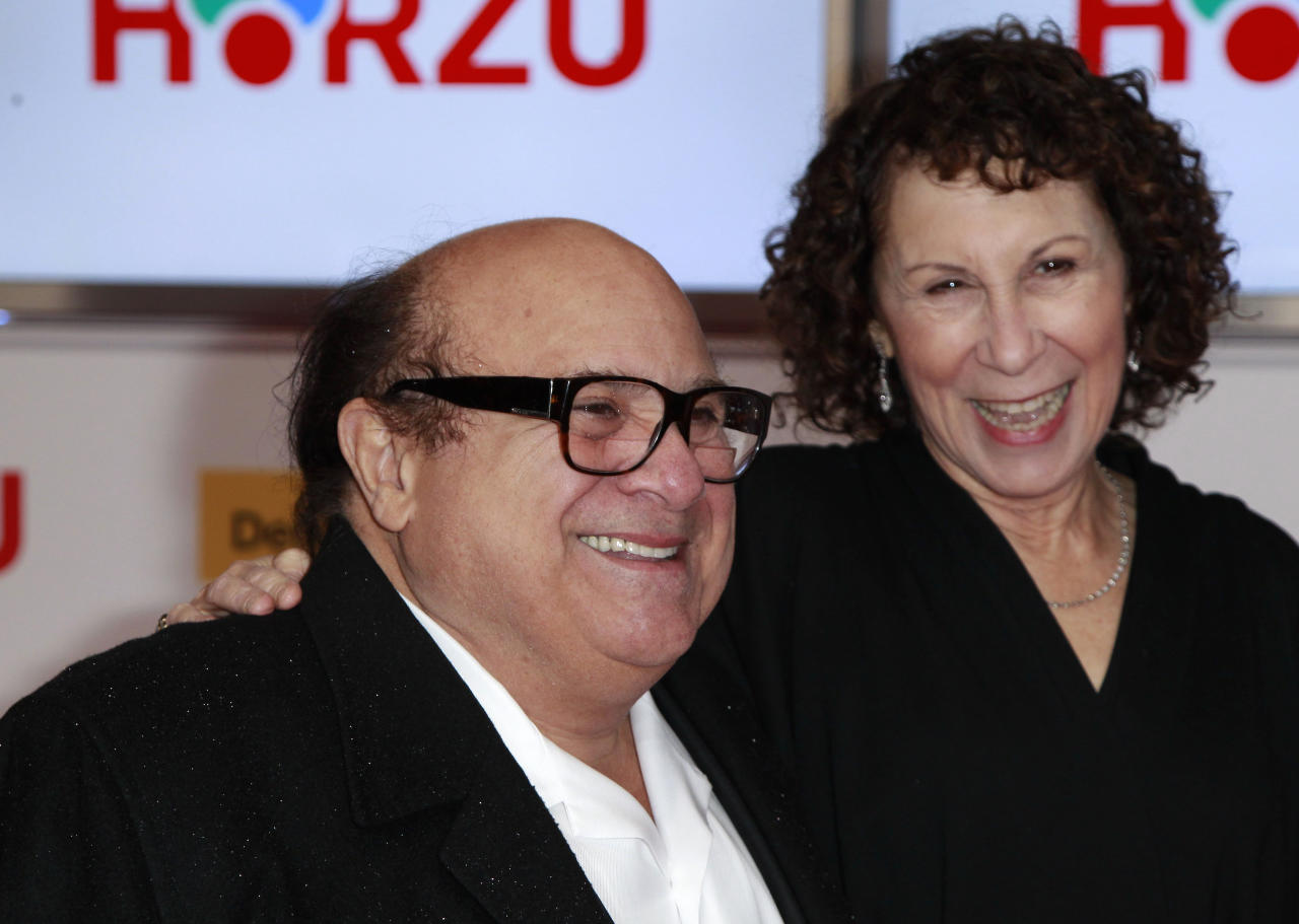 U.S.actor Danny Devito (L) and his wife U.S. actress Rhea Perlman arrive on the red carpet for the 46th 'Goldene Kamera' (Golden Camera) awards ceremony at the Ullstein Auditorium in Berlin, February 5, 2011. The Golden Cameras are awarded by a popular German TV-magazine honouring excellence in the areas of television, film and entertainment.                           REUTERS/Thomas Peter (GERMANY  - Tags: ENTERTAINMENT)