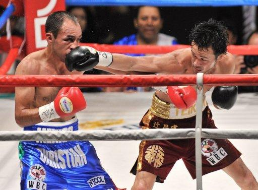 Shinsuke Yamanaka (right) punches Cristian Esquivel of Mexico during their WBC bantamweight title fight in Tokyo in 2011