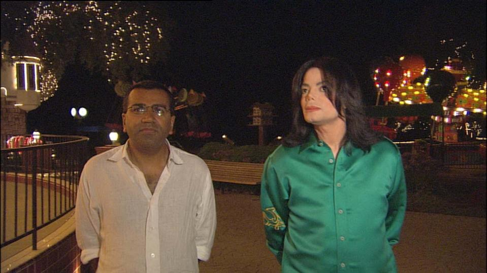 Editorial use only Mandatory Credit: Photo by ITV/Shutterstock (673474ja) 'Tonight With Trevor McDonald'  - 2003 - Martin Bashir and Michael Jackson ITV ARCHIVE