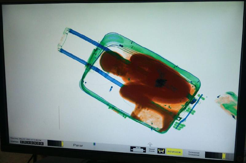 An X-ray image shows the eight-year-old boy hiding in a suitcase (AFP Photo/)