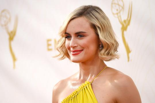 <p><i>OITNB</i> star Taylor Schilling went with a wavy lob on the red carpet. <i>(Photo: Getty Images)</i></p>