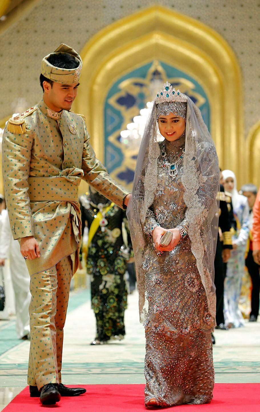 <p>Princess Hajah Hafizah Sururul Bolkiah married Pengiran Haji Muhammad Ruzaini at the sultan's palace in Brunei on September 23, 2012. For her wedding banquet, Princess Majeedah Bolkiah wore a a crystal-beaded silver gown accessoriezed with emeralds and a tiara veil.</p>