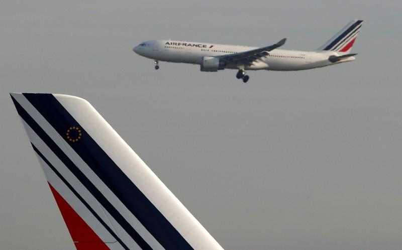 FILE PHOTO: An Air France Airbus A330 airplane lands at the Charles-de-Gaulle airport in Roissy