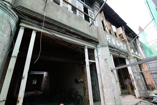\The frontage of the five shophouses along Kimberley Street.