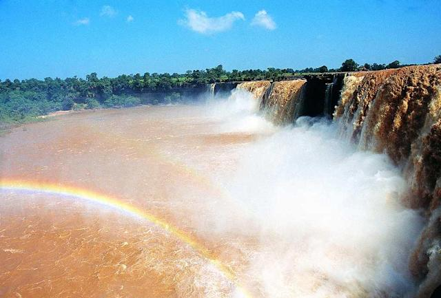 "Chitrakoot Falls in Chhattisgarh. The falls on the Indravati River plunge from a height of 95 feet. The breadth of the river increases substantially in the monsoon and the water turns muddy with eroded soil and silt.<br><br>By <a href=""https://www.flickr.com/photos/11977793@N03/"" rel=""nofollow noopener"" target=""_blank"" data-ylk=""slk:prads12000"" class=""link rapid-noclick-resp"">prads12000</a>"