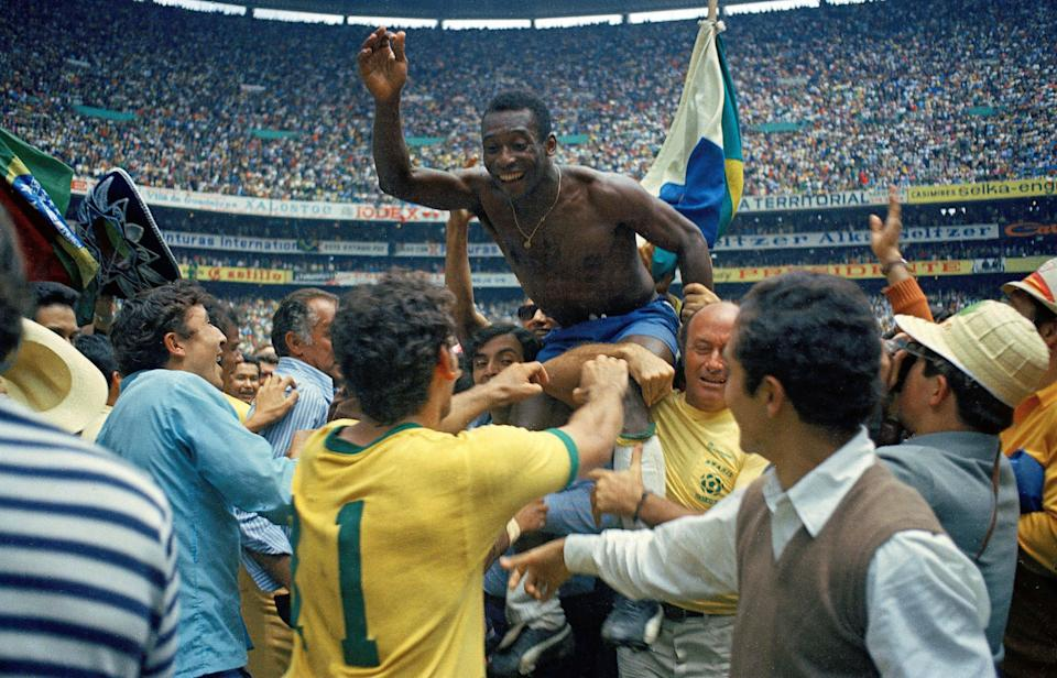 Edson Arantes Do Nascimento Pele of Brazil celebrates the victory after winnings the 1970 World Cup in Mexico match between Brazil and Italy at Estadio Azteca on 21 June in Città del Messico. Mexico (Photo by Alessandro Sabattini/Getty Images)