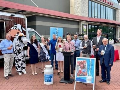 """Representatives from Pennsylvania Dairymen's Association, Feeding Pennsylvania, American Dairy Association North East, and Weis Markets joined together to kick off National Dairy Month and encourage customers to donate to """"Fill a Glass with Hope®"""" and fight hunger."""
