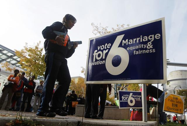 People line up for early voting in Silver Spring, Md., Oct. 27, 2012. (Gary Cameron/Reuters)