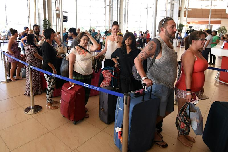 British tourists arrive at the airport in Egypt's Red Sea resort of Sharm El-Sheikh on November 9, 2015 (AFP Photo/Mohamed el-Shahed)