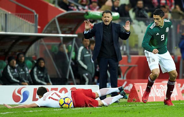 Soccer Football - International Friendly - Poland vs Mexico - Energa Stadium, Gdansk, Poland - November 13, 2017 Mexico's Raul Jimenez in action with Poland's Maciej Makuszewski as Mexico coach Juan Carlos Osorio looks on Agencja Gazeta/Jan Rusek via REUTERS POLAND OUT. NO COMMERCIAL OR EDITORIAL SALES IN POLAND THIS IMAGE HAS BEEN SUPPLIED BY A THIRD PARTY.