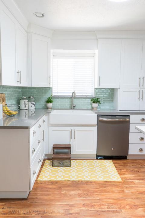 11 times white kitchen cabinets transformed a space for Kitchen cabinets 0 financing