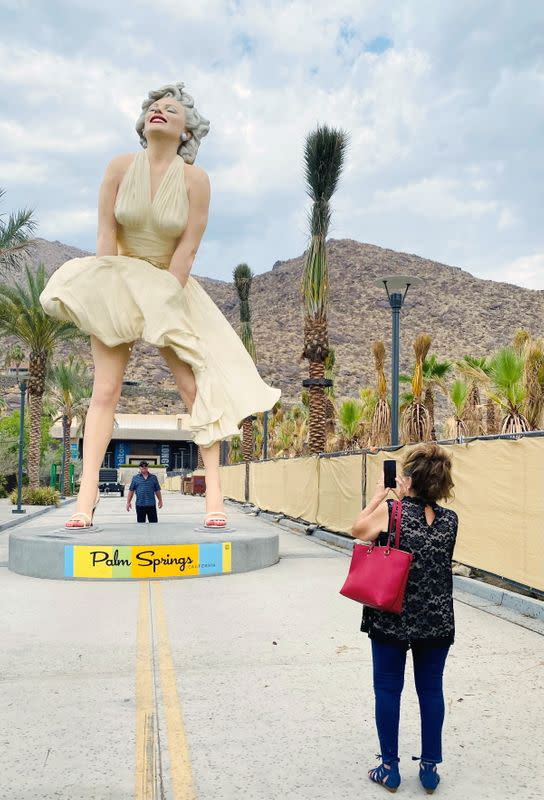 Marilyn Monroe statue returns to Palm Springs, to cheers and jeers