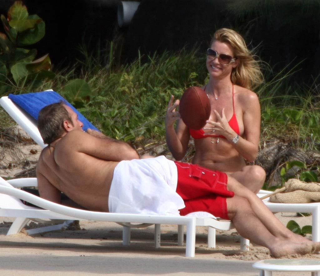 """Desperate Housewives"" star Nicollette Sheridan and beau Michael Bolton celebrate Christmas in tropical St. Barths. <a href=""http://www.infdaily.com"" target=""new"">INFDaily.com</a> - December 25, 2007"