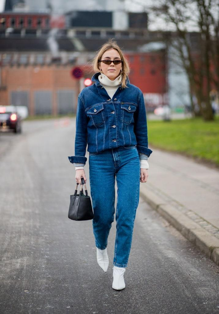 Adding a turtleneck to a buttoned denim jacket never fails to be chic. Just add jeans.