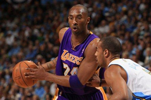 Kobe Bryant (L) finished with 22 points, eight rebounds and six assists for the Los Angeles Lakers