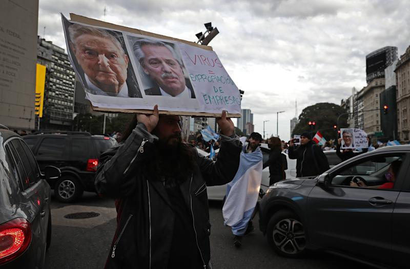 Protesta contra Soros en Argentina. (Photo by ALEJANDRO PAGNI/AFP via Getty Images)