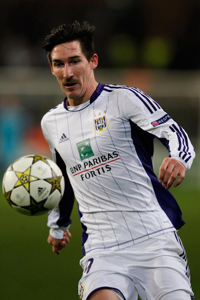 ANDERLECHT, BELGIUM - NOVEMBER 21: Sacha Kljestan of Anderlecht in action during the UEFA Champions League Group C match between RSC Anderlecht and AC Milan at the Constant Vanden Stock Stadium on November 21, 2012 in Anderlecht, Belgium. (Photo by Dean Mouhtaropoulos/Getty Images)