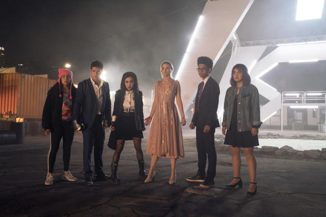 The cast of <em>Marvel's Runaways</em> (Photo: Greg Lewis/Hulu)