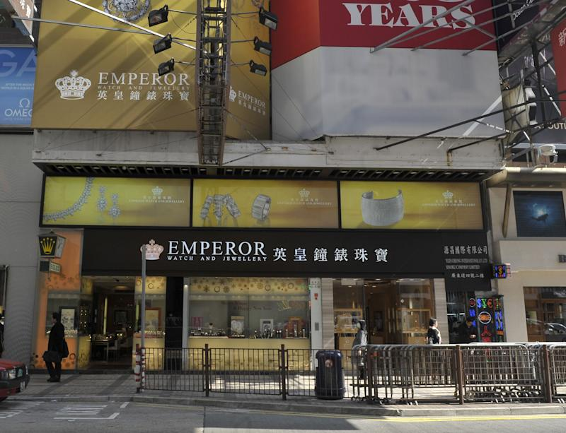 Local media reported that the theft was from an Emperor Jewellery store in the Tsim Sha Tsui shopping district