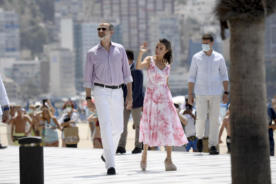 BENIDORM, SPAIN - JULY 03: King Felipe VI of Spain and Queen Letizia of Spain walk through the seafront of Levante's beach on July 03, 2020 in Benidorm, Spain. This trip is part of a royal tour that will take King Felipe and Queen Letizia through several Spanish Autonomous Communities with the objective of supporting economic, social and cultural activity after the Coronavirus outbreak. (Photo by Carlos Alvarez/Getty Images)