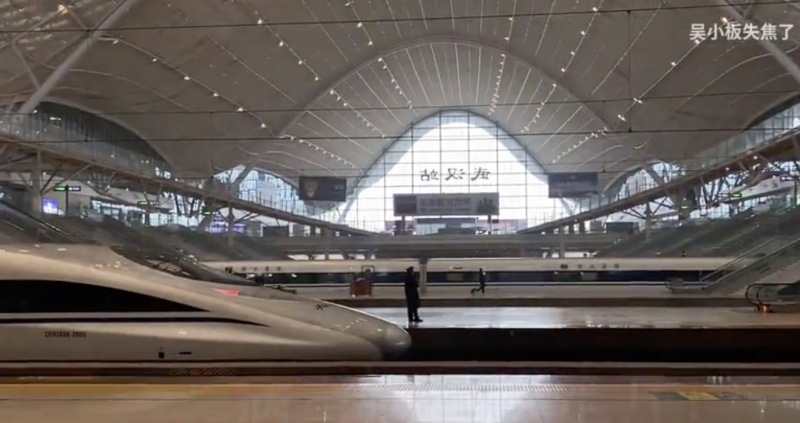 Wuhan's main train station, normally filled with thousands of travellers, is completely empty on Thursday. Source: Bili Bili