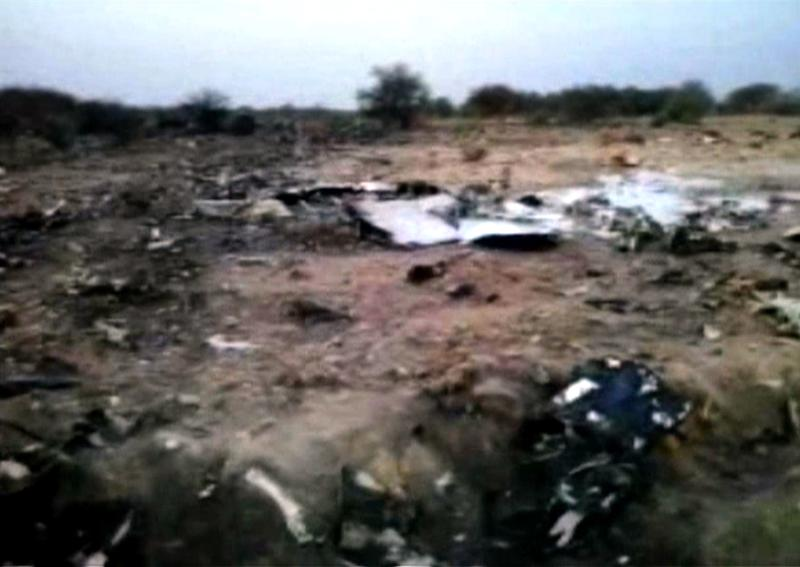 An image grab taken from a video released on July 25, 2014 by the Burkina Faso Army shows the crash site of the Air Algerie flight AH5017 in Mali's Gossi region, west of Gao (AFP Photo/)