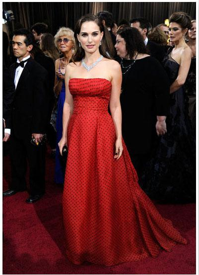 "<div class=""caption-credit""> Photo by: FabSugar</div><div class=""caption-title"">Natalie Portman</div>Natalie Portman opted for a red vintage Christian Dior haute couture gown from 1954 - the red hue and playful polka dots are perfect for her - paired with a standout Harry Winston diamond necklace and long tresses. <br>"