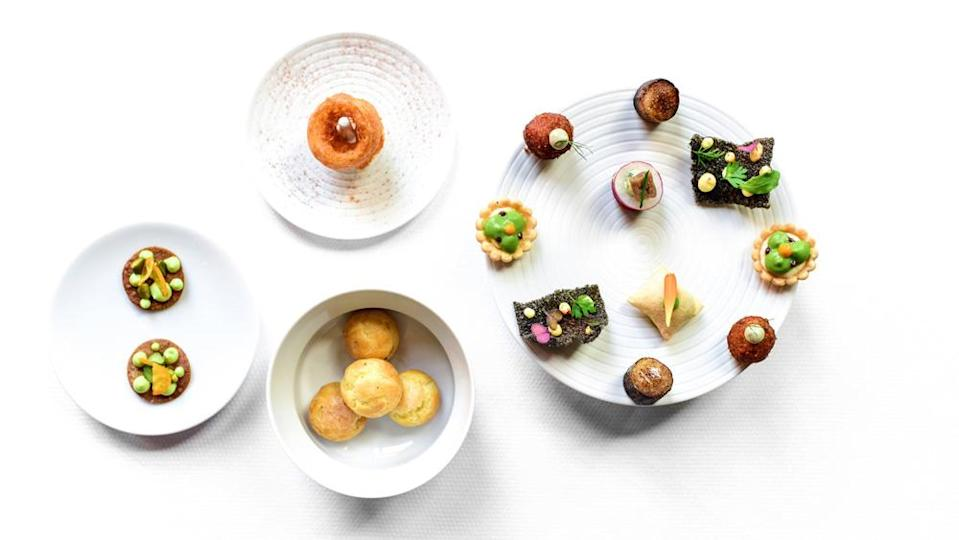 canapes gougeres