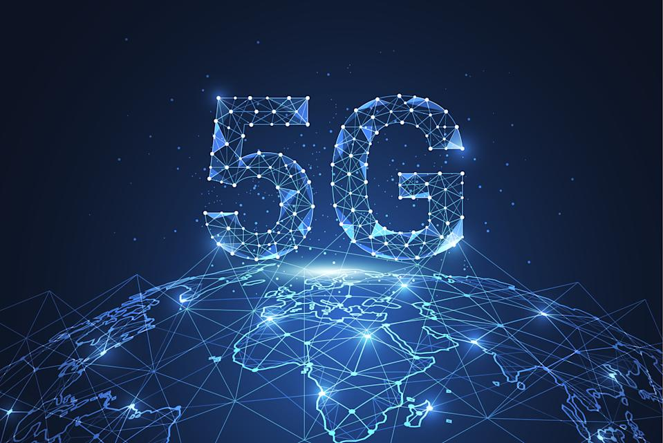 5G global network connection. Polygon connect dot and line shaped of network business. Vector Illustration