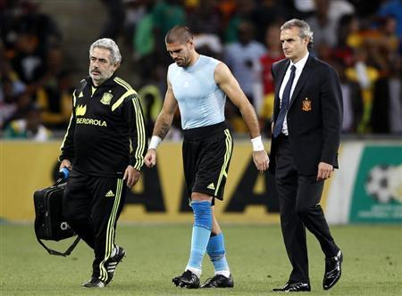 Spain's goalkeeper Victor Valdes (C) is escorted off the field during their international friendly soccer match against South Africa at Soccer City in Johannesburg November 19, 2013. REUTERS/Siphiwe Sibeko