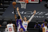 Sacramento Kings guard De'Aaron Fox (5) goes to the basket against Los Angeles Clippers center Ivica Zubac (40) during the first quarter of an NBA basketball game in Sacramento, Calif., Friday, Jan. 15, 2021. (AP Photo/Rich Pedroncelli)