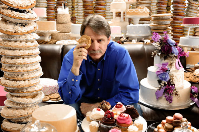 """Comedian Jeff Foxworthy hosts CBS' new competition reality series """"The American Baking Competition,"""" premiering Wednesday, May 29 (8:00-9:00 PM, ET/PT) on CBS."""