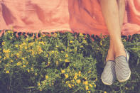 "<p>Many believe that ""earthing"" can help you lose weight simply by reconnecting you to nature and the world around you. Some ways to earth include walking barefoot in the sand, hiking through a forest or swimming in a lake. </p>"