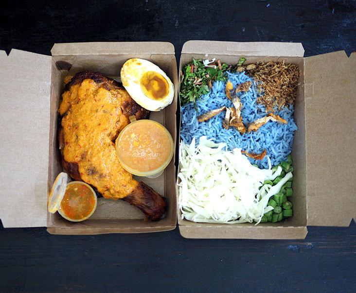 For the 'nasi kerabu', they pack the 'ayam percik' in a separate box which you can self collect or get it delivered to your doorstep