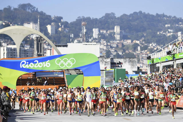<p>Athletes start competing in the women's marathon at the Rio Olympics on August 14, 2016. (REUTERS/Dylan Martinez) </p>