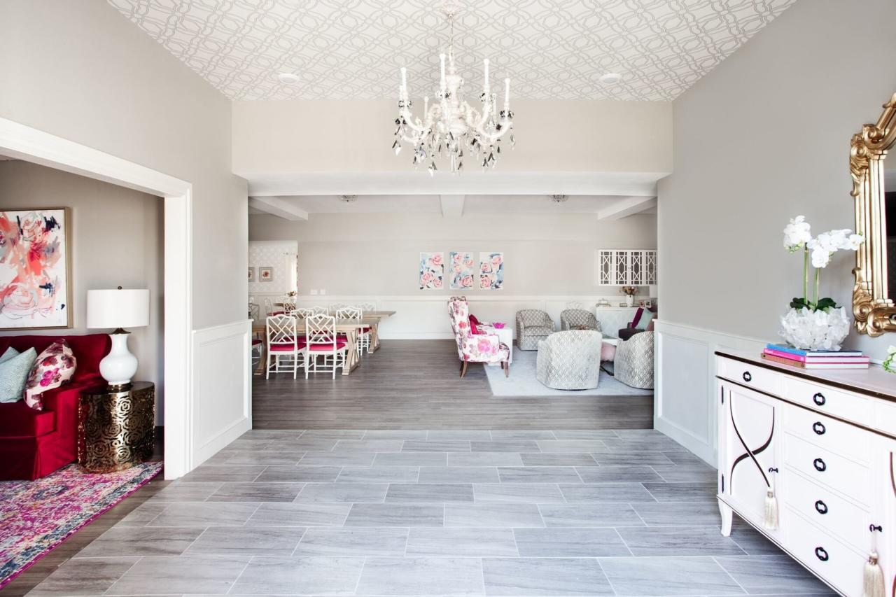 <p>In order for the entryway to provide functionality and a wow-factor, Abbe opted for a wallpapered ceiling with a pearlized white vintage chandelier.</p>