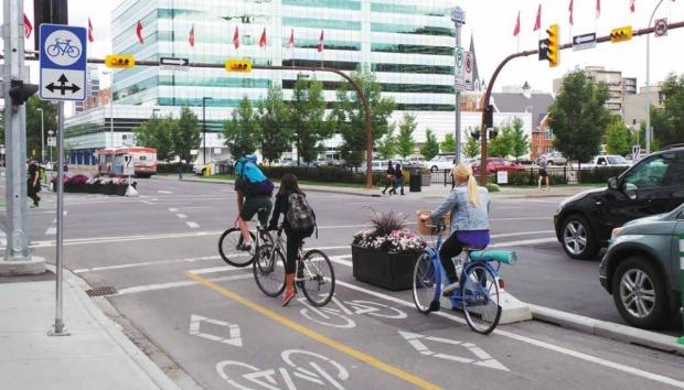 Calgary council may ask province to allow 'Idaho stop' for cyclists