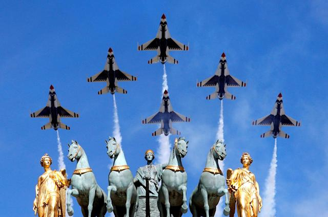 <p>U.S. Air Force Thunderbirds fly over the Arc de Triomphe du Carrousel during the traditional Bastille Day military parade in Paris, France, July 14, 2017. (Photo: Philippe Wojazer/Reuters) </p>