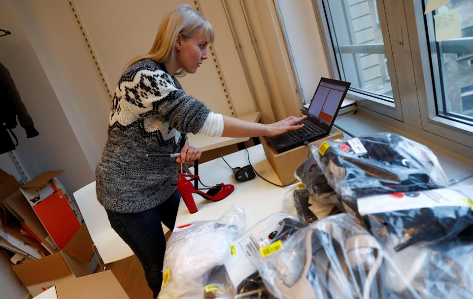 A fitting model enters data in a laptop. Photo: REUTERS/Fabrizio Bensch