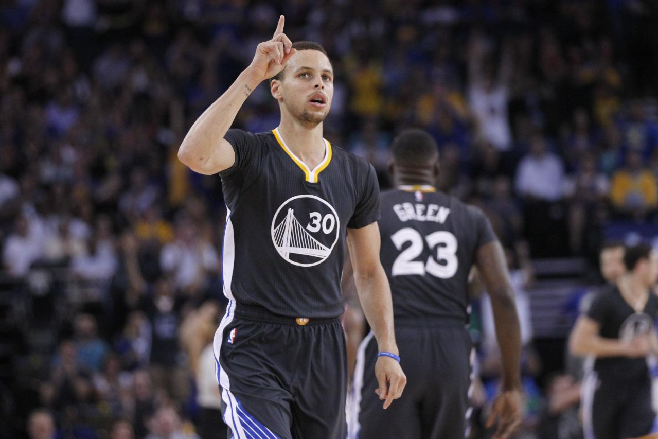 Stephen Curry celebrates his 27th birthday by blowing out the Knicks