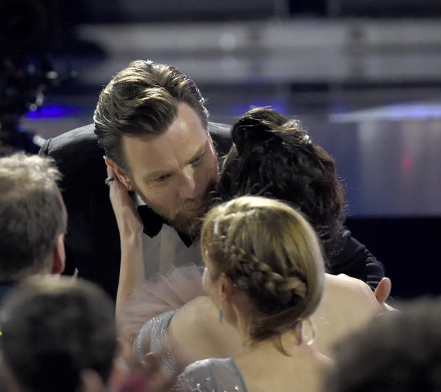 Ewan McGregor kisses Mary Elizabeth Winstead before accepting his award at the 23rd Annual Critics' Choice Awards on Jan. 11. (Photo: Chris Pizzello/Invision/AP)
