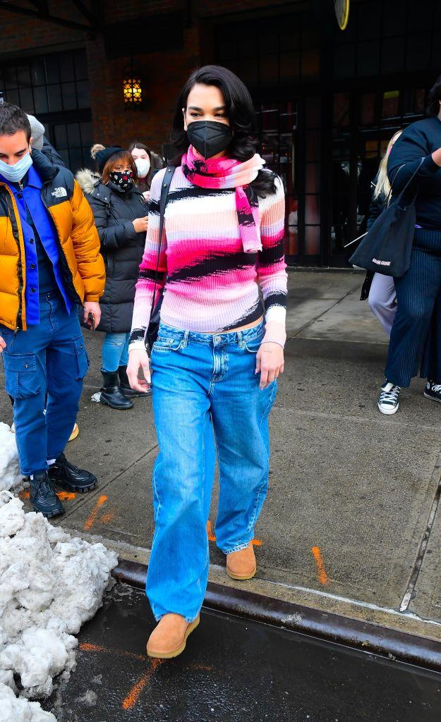"""The """"Levitating"""" singer paired her Uggs with a pair of baggy jeans for a look that's uniquely Dua! <em>(Photo by Raymond Hall/GC Images)</em><a href=""""https://fave.co/3cg4DCN"""" rel=""""nofollow noopener"""" target=""""_blank"""" data-ylk=""""slk:SHOP IT: Ugg $150 USD /$175 CAD"""" class=""""link rapid-noclick-resp""""> <em><strong>SHOP IT: Ugg $150 USD /$175 CAD</strong></em></a>"""