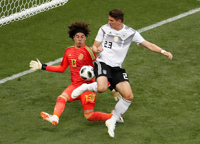 Soccer Football - World Cup - Group F - Germany vs Mexico - Luzhniki Stadium, Moscow, Russia - June 17, 2018 Germany's Mario Gomez in action with Mexico's Guillermo Ochoa REUTERS/Christian Hartmann TPX IMAGES OF THE DAY