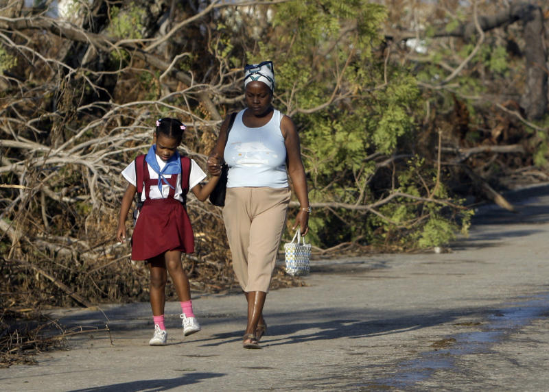 Lights still out in Cuba's 2nd city after Sandy
