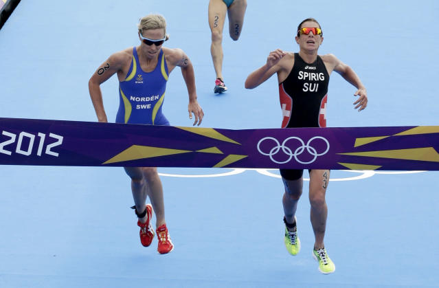 Nicola Spirig (R) of Switzerland wins the women's triathlon final during the London 2012 Olympic Games at Hyde Park August 4, 2012. Lisa Norden (L) of Sweden took the silver. REUTERS/Tim Wimborne (BRITAIN - Tags: SPORT TRIATHLON SPORT OLYMPICS)